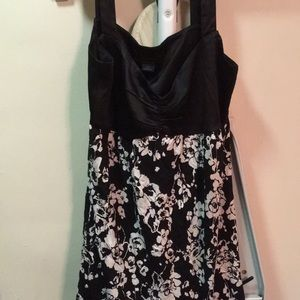 Tops - Black and white Express tank